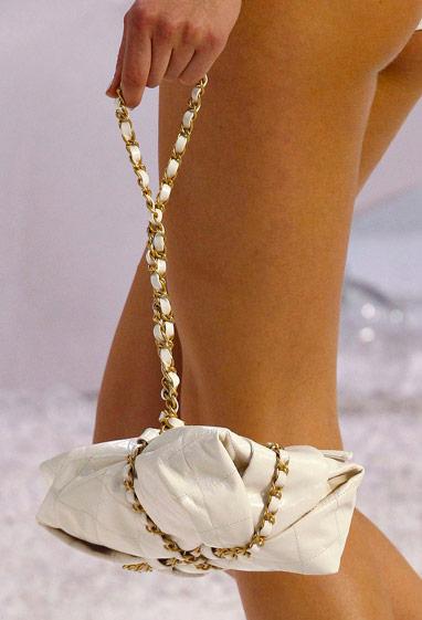 Сумка Chanel на цепочке 56 фото: маленькая