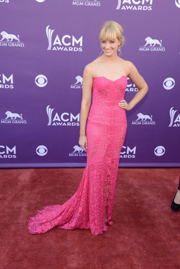 Beth+Behrs+Arrivals+Academy+Country+Music+LAAWC30zlX_x