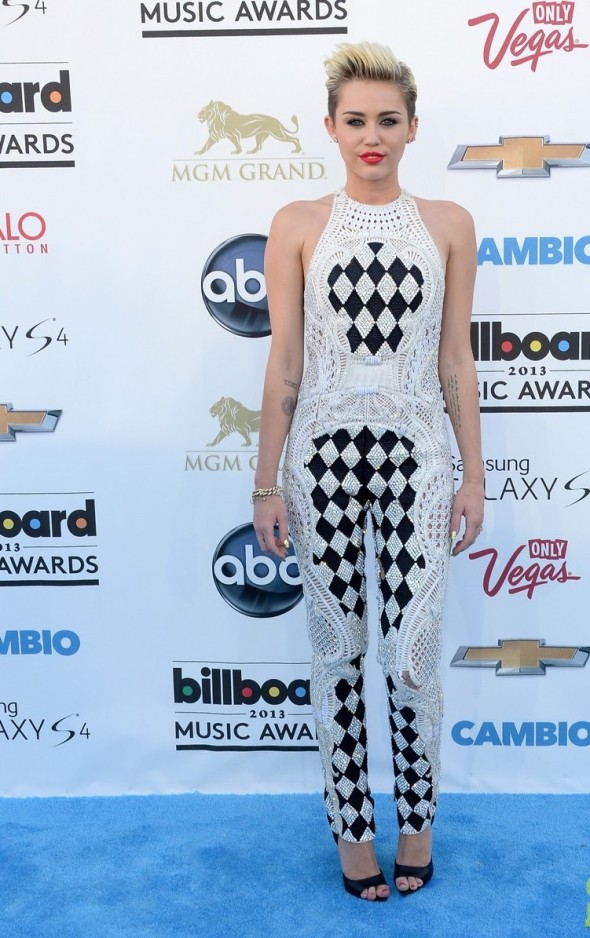 Miley-Cyrus-Balmain-2013-Billboard-Music-Awards-5
