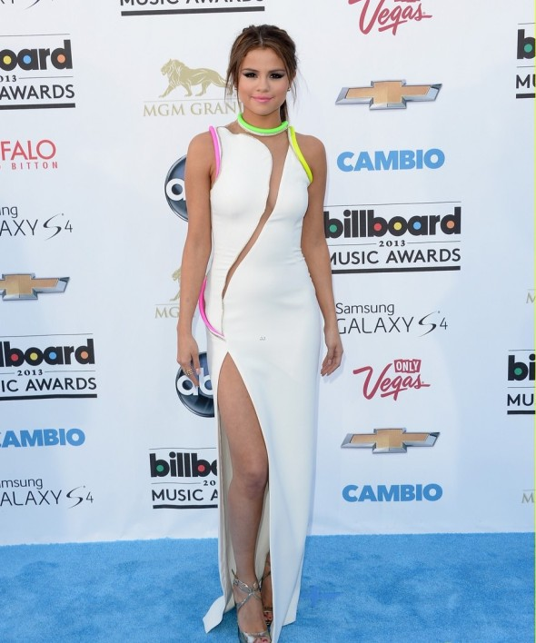 Selena-Gomez-Atelier-Versace-2013-Billboard-Music-Awards-5