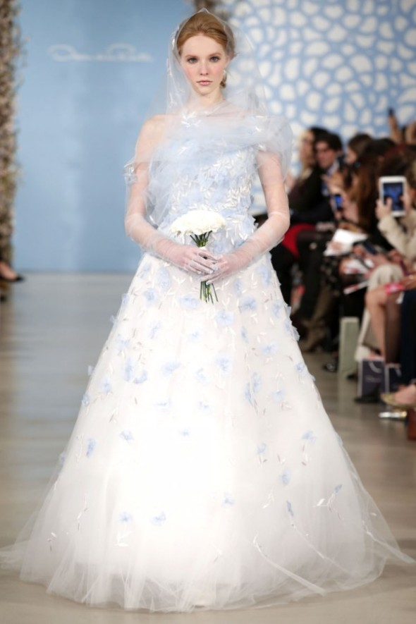 Oscar-De-La-Renta-Spring-2014-Wedding-Dresses-00-600x900