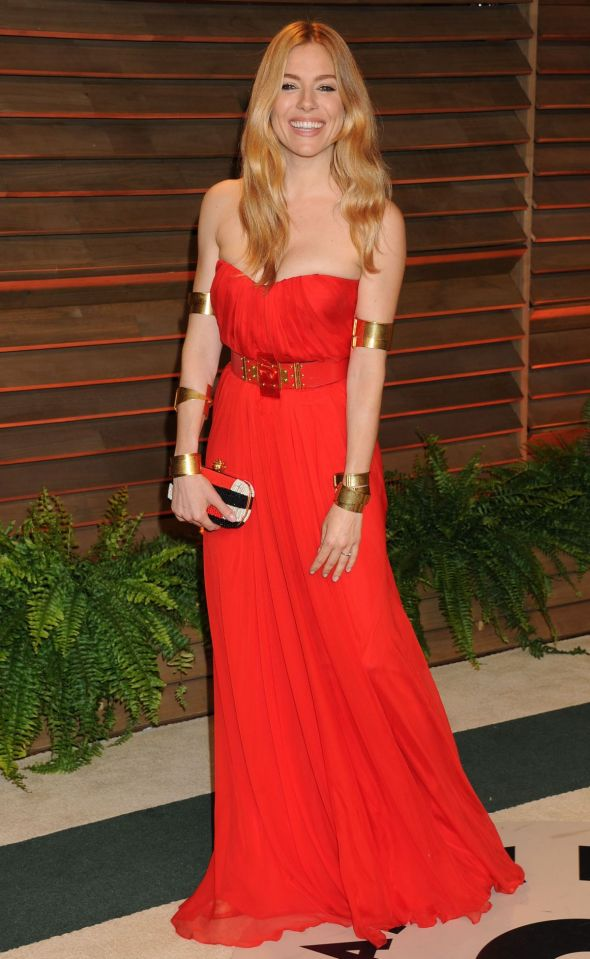 sienna-miller-at-vanity-fair-oscar-party-in-hollywood_1