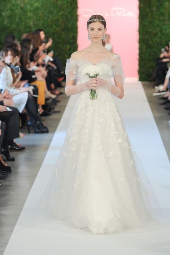 oscar-de-la-renta-spring-2015-wedding-dresses-173-600x901