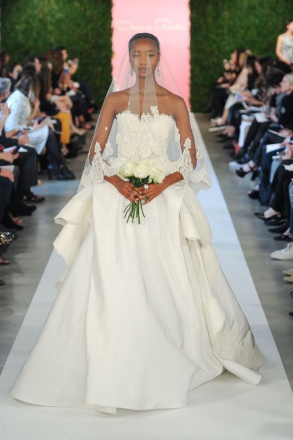 oscar-de-la-renta-spring-2015-wedding-dresses-179-600x901